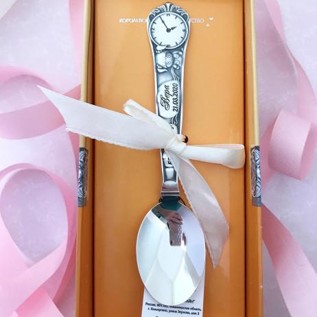 Детская серебряная ложка с гравировкой Часы